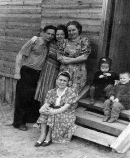 Николай Золотухин, Мария Хворова, Лила Акименко, Тоня Золотухина и дети