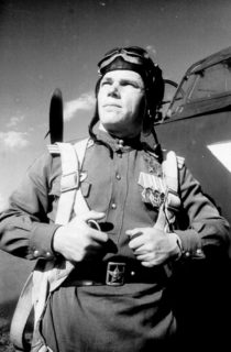 Лётчик-истребитель, трижды Герой Советского Союза, будущий Маршал авиации Иван Никитович Кожедуб