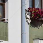 Большая Покровская улица. Цветы на окне